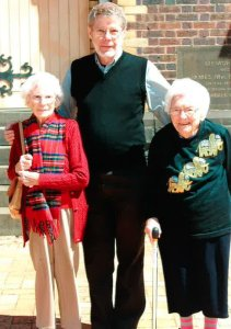 Phyllis Dixon and her sister Joyce Hansen with the Minister, the Revd Dr John Smith